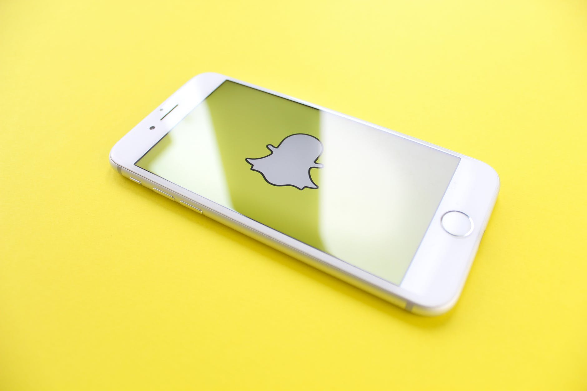Read more about the article How to Make a Public Profile on Snapchat